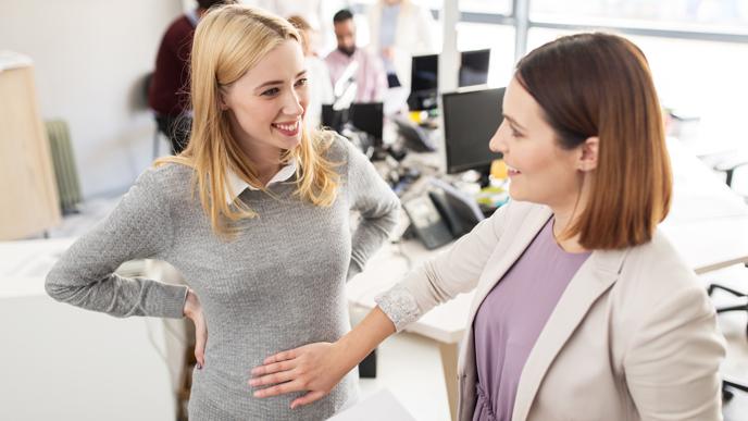 信頼できる上司に妊娠を報告する