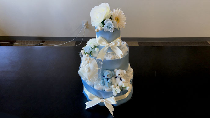 水色のおむつケーキは男の子用の定番