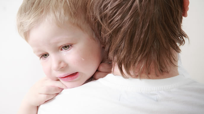 ギャン泣きする赤ちゃんにイライラするママ