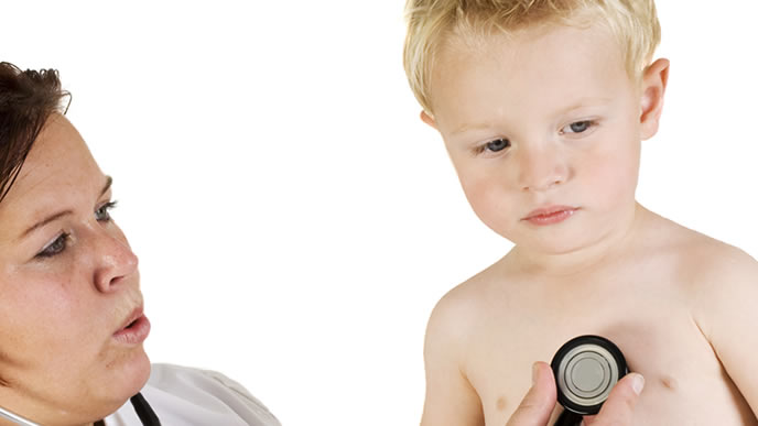 RSウイルス感染症の疑いがあり病院にかかる赤ちゃん