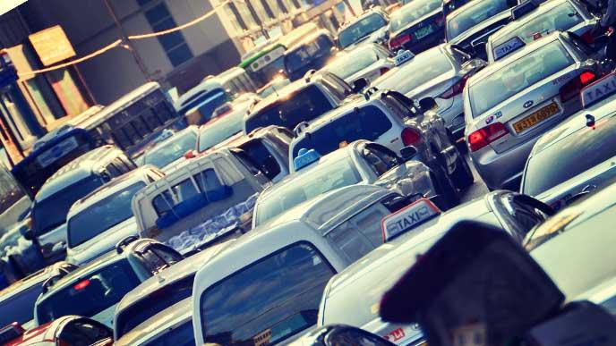 渋滞している道路