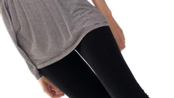 スカートの下にレギンスを履いている妊婦さん