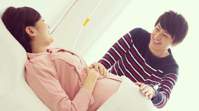 出産のために入院してる妊婦さんに付き添っている旦那さん