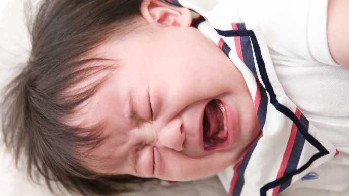 泣いてるけど涙が出てない赤ちゃん