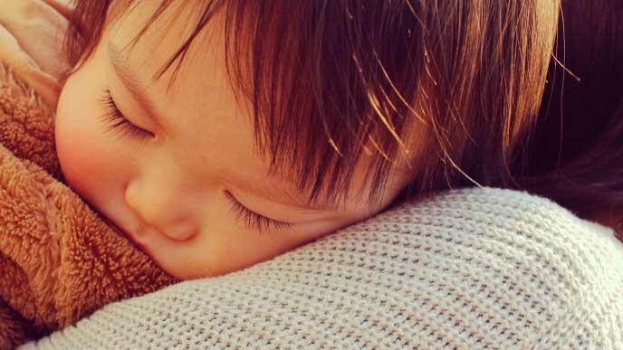 ママに抱っこされて寝ちゃった赤ちゃん