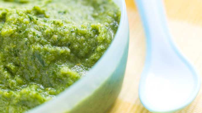 緑色の離乳食