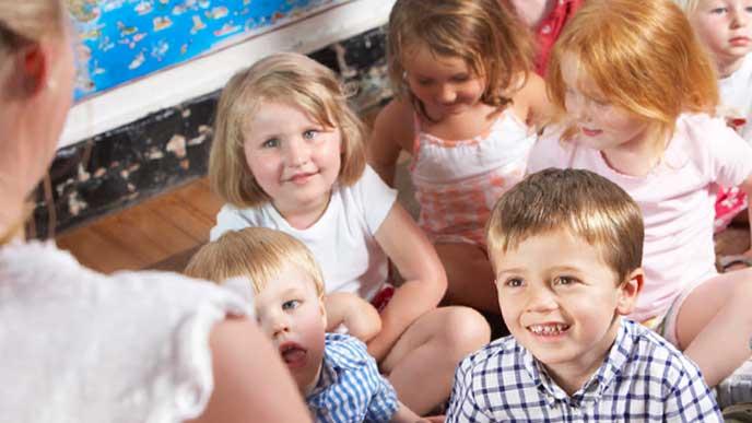 慣らし保育で保育園の生活を体験している子供達