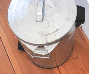 蓋つきゴミ缶