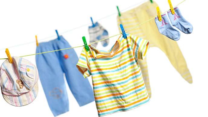干される子供服