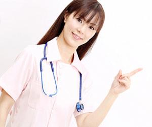 指さす看護師