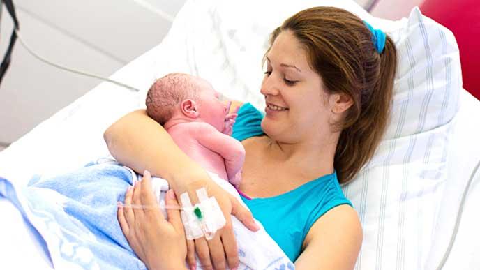 赤ちゃんを出産した妊婦