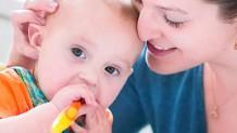 手づかみ食べはいつから?赤ちゃんに興味を持たせる練習方法