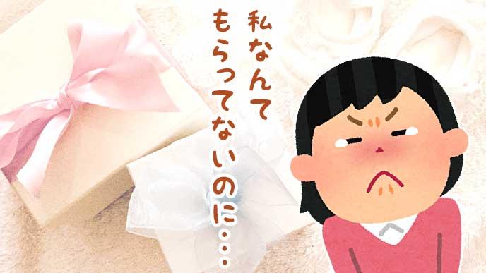 出産祝いのプレゼントボックスと涙をこらえる女性のイラスト