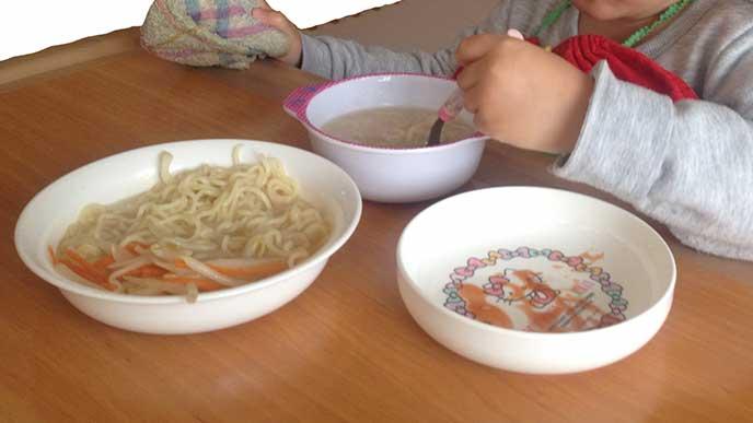 メラミン食器とプラスチック食器