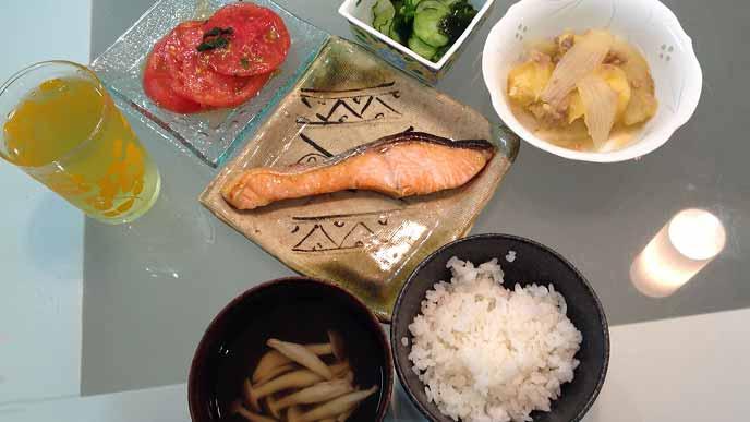 魚と野菜のバランスのとれた食事