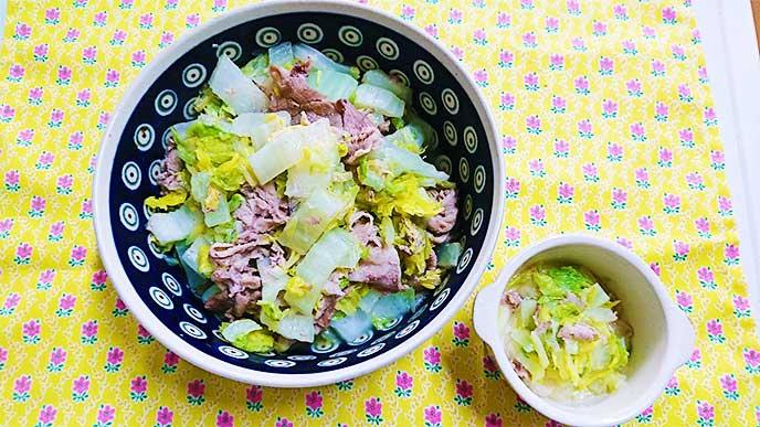 大人用と子供用の白菜と豚肉のフライパン蒸し