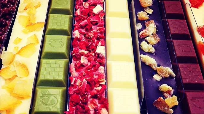 色々な種類の沢山のチョコレート