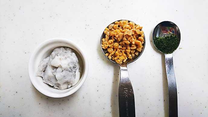 潰した里芋とひきわり納豆と青のり
