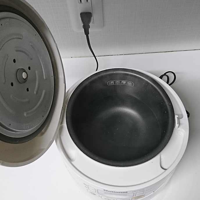 炊飯器の釜に熱湯