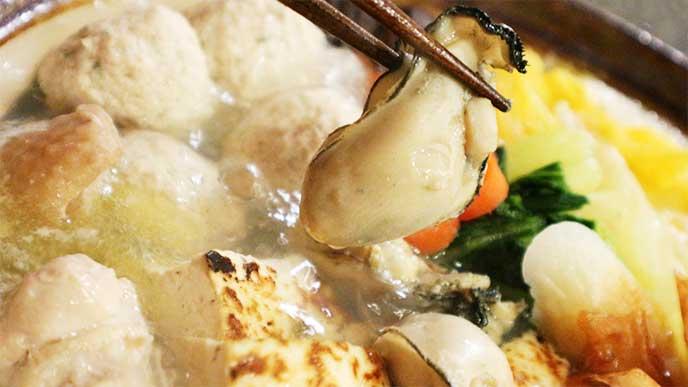 鍋に入ってる牡蠣