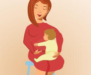 赤ちゃんをひざの上に抱っこする女性