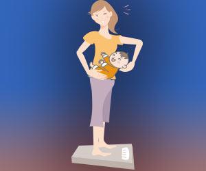 赤ちゃんを抱っこして体重計にのる母親