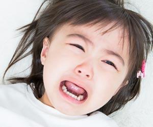 赤ちゃん返りで泣く幼児