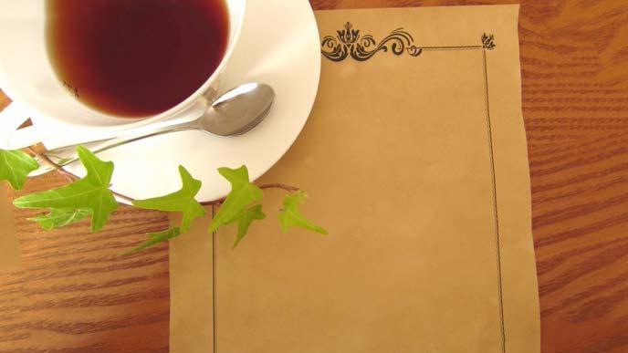 テーブルの上に置いてある紅茶