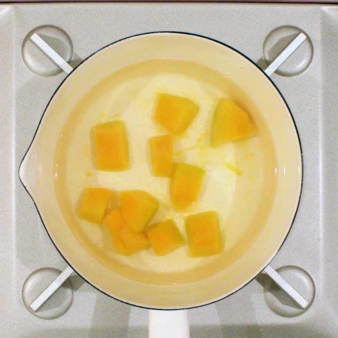 鍋で茹でられるかぼちゃ