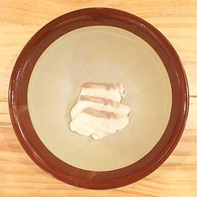 すり鉢の中に入れられた真鯛