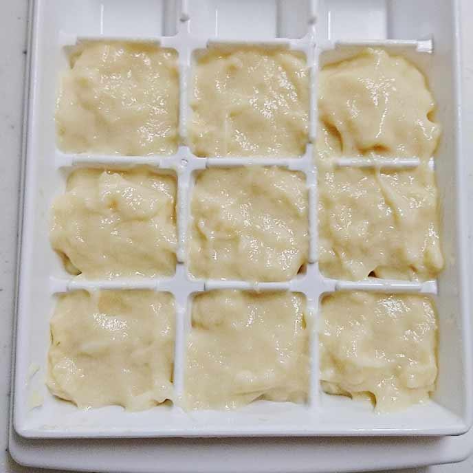 製氷機の中に入れられた豆乳ホワイトソース