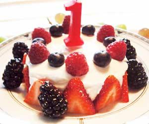 しおりさん宅の水きりヨーグルトの誕生日ケーキ