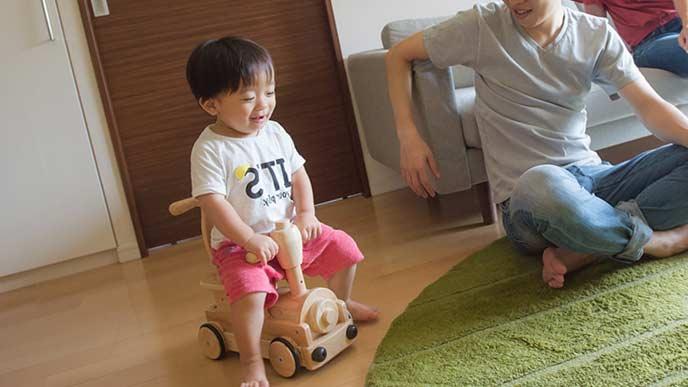 乗り物おもちゃ