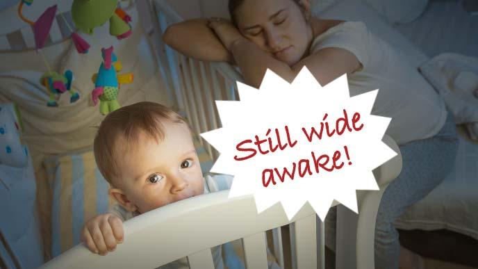 赤ちゃんが寝なくて疲れ果てたお母さん