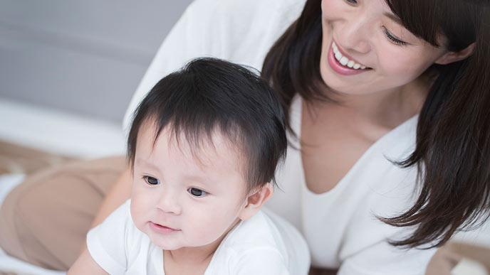 育児に専念する母親