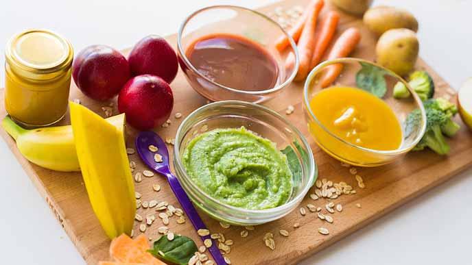 ベビーフードと野菜と果物で調理