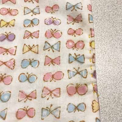 ランニングステッチで縫っている布