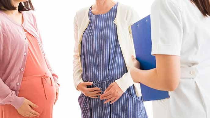 看護師と妊婦が会話