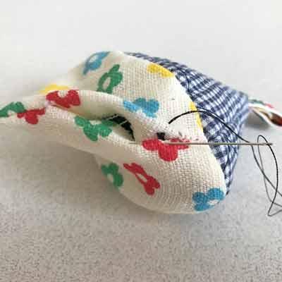 縫い始めからすぐ下に針を入れられる裏布