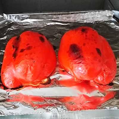トースターに置いた赤パプリカ