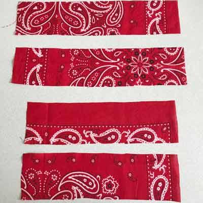 ベビーヘアバンドを作るために30cm×7・25cm×7サイズに切り取った4枚の布