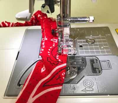 ミシンで空いている部分を縫う